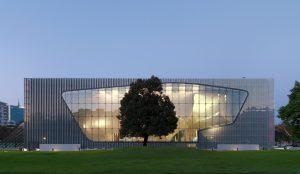 """Um Wärmedämm-Verbundsysteme (WDVS) geht es auf dem 4. ETICS Forum in Warschau. Tagungsort ist das architektonisch beeindruckende """"Museum of the History of Polish Jews POLIN"""". Bild: M. Starowyeska/ D. Golik"""