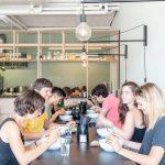 Die besten Ideen entstehen bei gemeinsamen Mittagspausen, beim Zusammensitzen mit Kaffee und Kuchen oder auch beim verdienten