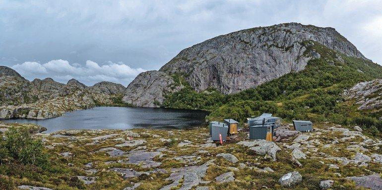 Dächer und Fassaden der neu gebauten Touristen-Lodges in Norwegen wurden mit vorbewittertem Titanzink verkleidet, das jahrzehntelang Wind und Schnee trotzt.
