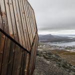 Die Hammerfest-Hütte wurde vom norwegischen Trekkingverband (DNT) als erste einer Reihe von Tagesausflugskabinen als Rückzugsort für Wanderer geschaffen, um sich zu entspannen und auszuruhen. Bild: SPINN Arkitekter