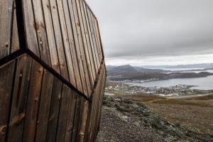 Wanderhütte in Norwegen mit Fassade aus dem modifizierten Holz Kebony. Bild: SPINN Arkitekter