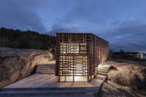 Holzfassade aus Kebony-Holz an einem Künstlerhaus in Norwegen