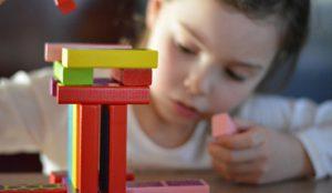 Kinder interessieren sich schon früh für Bauklötzchen und Lego-Steine. Dieses Interesse will die Stadtbau-Akademie in Stuttgart nutzen.