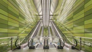 """Für die Fassadengestaltung von sieben neuen U-Bahnhöfen in Kopenhagen kamen Keramikplatten von Moeding mit """"Orange Peel"""" Glasuroberfläche zum Einsatz. Bild: Anke Müllerklein"""