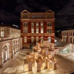 Nachts ist der MultiPly-Pavillon in London dezent beleuchtet. Bild: Ed Reeve