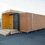 Die Ausstellungsbox wurde von dem Architekten Alexander Palowski aus Berlin entworfen und vom Berliner Holzgestalter Tilman Stachat aus nachwachsenden Rohstoffen errichtet. Bild: FNR