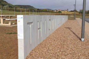 Betonfertigteile aus Recycling-Beton als L-förmige Wand