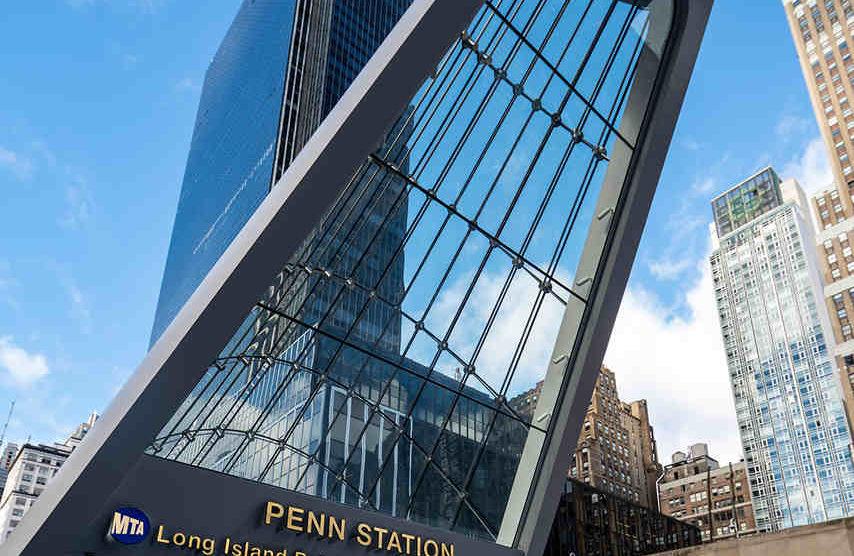 Eingang zur Penn Station in New York mit Seilfassade