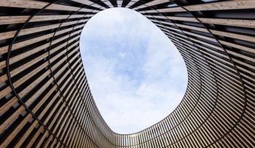 """Das Rathaus Freiburg gehört zu den 6 Nominierten des DGNB-Preises """"Nachhaltiges Bauen"""". Bild: ingenhoven architects / HGEsch"""