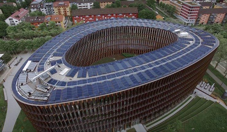 Das seit 2017 betriebene »Rathaus im Stühlinger« der Stadt Freiburg ist das europaweit größte öffentliche Netto-Nullenergiegebäude.