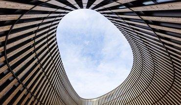 """Das neue Rathaus in Freiburg ist mit dem DGNB-Preis """"Nachhaltiges Bauen"""" prämiert worden. Bild: Ingenhoven Architects / HGEsch"""