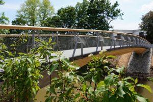 Im Rahmen der Landesgartenschau wurden dieses Jahr im baden-württembergischen Remstal die – weltweit – ersten drei integralen Holzbrücken realisiert.