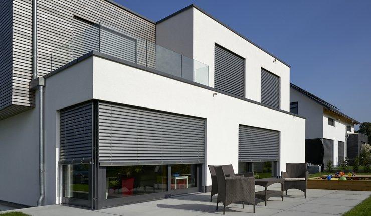 Raffstoren sorgen zuverlässig für angenehme Temperaturen in Gebäuden. Bild: Alukon