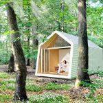 Für minimalistisches Wohnen inmitten der Natur: Dank der beweglichen Glasfronten hat das Tiny House einen starken Bezug zur Umgebung. Bild: Solarlux
