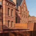 Die Architekten erhielten die gesamte historische Struktur des Gebäudes und ergänzten sie lediglich um wenige, kaum sichtbare Bauteile. Bild: Maciej Lulko