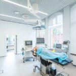 Dank neuester Technologien und Geräte bietet das Simulationszentrum moderne Ausbildungsmöglichkeiten für zukünftige Ärzte und medizinisches Personal. Bild: Maciej Lulko