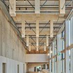 Holz-Hochhaus Sara Kulturhus von innen