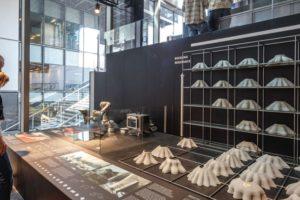 """Im Rahmen der Ausstellung """"Formgiving"""" von Bjarke Ingels Group (BIG) in Kopenhagen werden u.a. die jüngsten Errungenschaften im 3D‐Betondruck präsentiert. Bild: Bjarke Ingels Group, Kopenhagen"""
