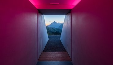 Lichtraum am Berg: Skyspyce Lech in Vorarlberg von James Turrell. Bild: si!kommunikation / Florian Holzherr