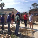 Architekturstudenten bei einem Summerschool-Projekt in einem Township nahe Kapstadt