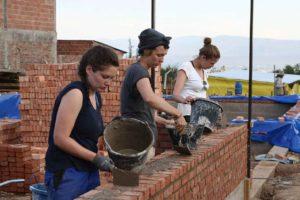 Architekturstudenten bei DesignBuild-Projekt