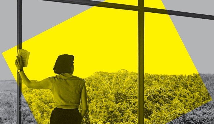 Frau am Fenster: Key Visual der Ausstellung»Home Stories« im Vitra Design Museum