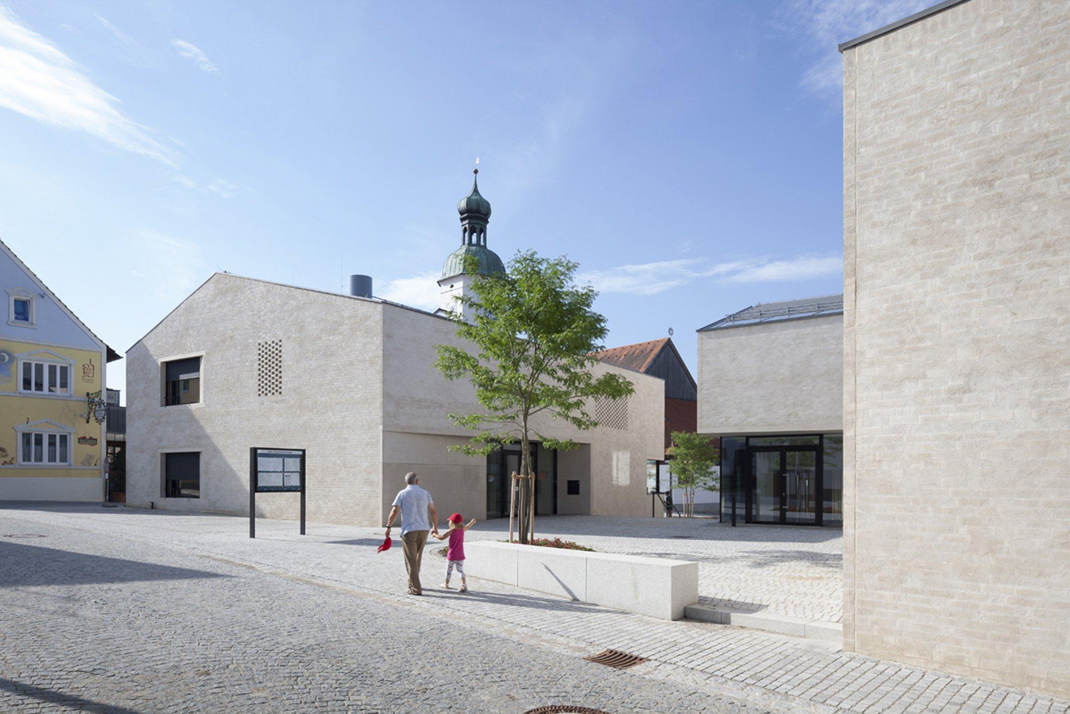 """Wienerberger Brick Award 2018: Projekt """"Neue Ortsmitte"""", Wettstetten des Architekturbüros Bembé Dellinger."""