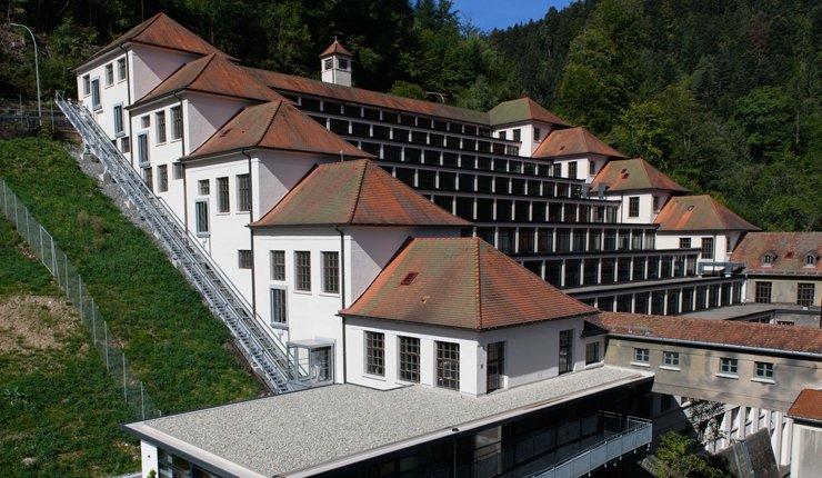 Ein hochmodernes Zugangssystem ermöglicht den reibungslosen Zutritt ins neue Junghans Terrassenbau-Museum in Schramberg im Schwarzwald.