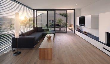 Sonnenschutz: Warema Außenjalousien mit selektiv beschichteter Lamelle lenkt ca. 30 % mehr Tageslicht und ca. 50 % weniger Wärme in das Gebäude als Außenjalousien mit vergleichbaren Lamellenfarben. Bild: Warema