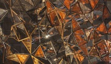 """Die Installation """"Weaving architecture"""" des Architekturbüros Miralles Tagliabue EMBT basiert auf amerikanischer Roteiche und ist mit Glasfasern kombiniert. Bild: Giovanni Nardi"""