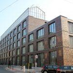 Außenansicht des neuen Jobcenters Oberhausen mit gebäudeintegriertem Dachgewächshaus inklusive Forschungsbereich des Fraunhofer UMSICHT. Bild: Fraunhofer UMSICHT