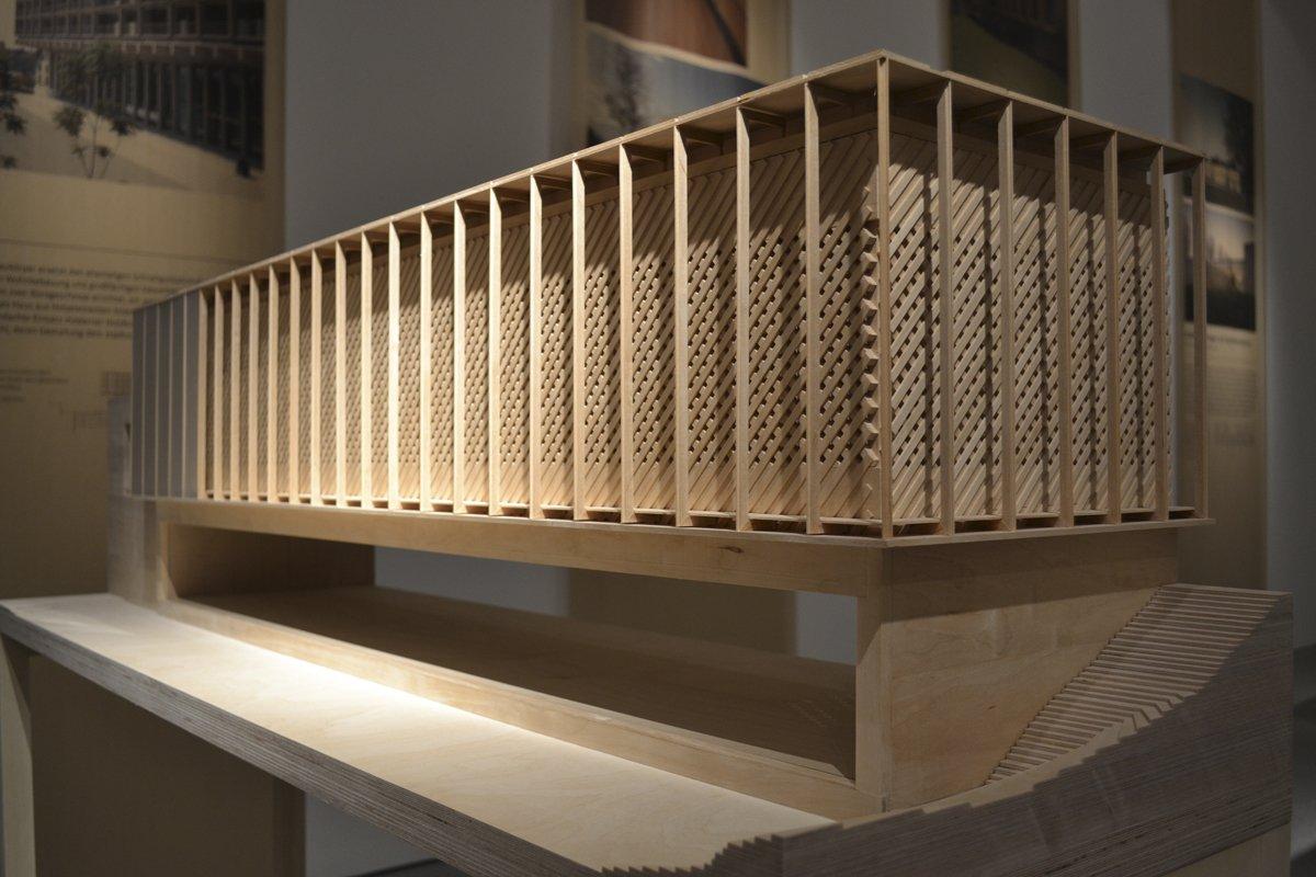 Ausstellung in berlin bauen mit holz wege in die zukunft for Bauen mit holz