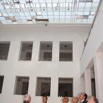 Besichtigung des Lichthofes mit neuem Dachaufbau und Neuverglasung der Lichtdächer. Bild: Christof Rose