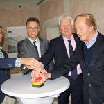 Schalteten die neue Homepage des Baukunstarchivs NRW frei (v. l.): Prof. Dr. Wolfgang Sonne (TU Dortmund), Ernst Uhing (Präsident AKNW), Dortmunds Oberbürgermeister Ullrich Sierau und Walter Brune (Förderverein) Bild: Christof Rose