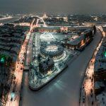 Der Gebäudekomplex New Holland in St. Petersburg bei Nacht. Bild: New Holland Development LLC