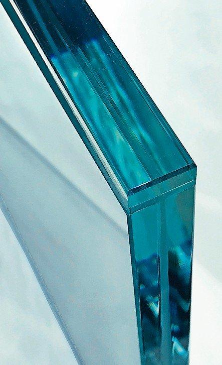 Außergewöhnliche Glasprodukte: Abschluss für offene Glaskanten