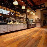 Die Innenraumgestaltung im BrotHaus-Café ist modern und gleichzeitig gemütlich. Bild: Uzin