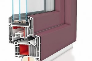 PVC-Fenster mit farbig gestalteten Alublendrahmen
