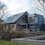 Mit Solarziegel, 3-fach-Verglasung und Fassadendämmung zum Plusenergiehaus. Bilder und Zeichnungen: Dammann-Haus GmbH