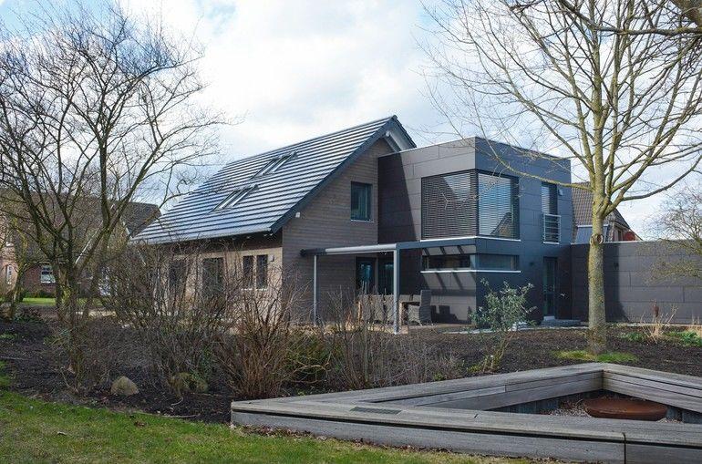 Mit Solarziegel, 3-fach-Verglasung uund Fassadendämmung zum Plusenergiehaus