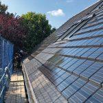 Zwei große Felder mit Solarziegeln sind auf der Südseite installiert. Bild: Dammann-Haus GmbH