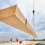 vorgefertigte Dachelemente werden verbaut. Bild: Kielsteg Deutschland GmbH