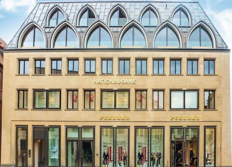 Beim sanierten Geschäftshaus in Münster wurde das Dach mit neugotischen Zitaten nicht traditionell in Schiefer, sondern komplett in Walzblei eingedeckt. Bilder: Röhr + Stolberg GmbH