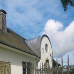Die Rundgaube des Wohnhauses wird durch Saturnblei nicht nur vor Feuchtigkeit geschützt, sondern in ihrer Form auch betont. Bild: Röhr + Stolberg GmbH
