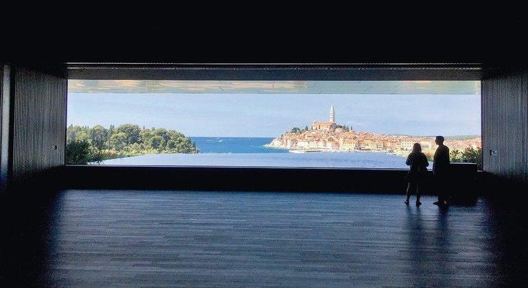 Sehr großes Isolierglas mit 3,2 x 15 Meter für Neubau eines Hotels in der Hafenstadt Rovinj in Kroatien