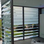 Gestufte oder überlappende Lamellen: Wetter-, Sicht- und Sonnenschutz. Bild: Fieger Lamellenfenster