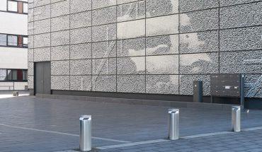 Zufahrts-Kontrollsysteme bieten Sicherheit für Fußgängerzonen, Parkplätze und Firmengelände - von Pollern über Hubbalken bis hin zu Reifenkillern. Bild: Hörmann