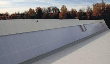 Lichtband-System zur Ausleuchtung großer Hallen