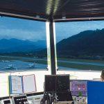 Sonnenschutzfolien an den Fenstern eines Flugplatz-Towers. Bild: Multifilm