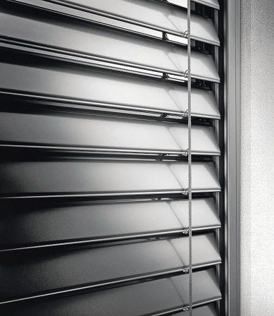 Flache Lamellenform für den Sonnenschutz.